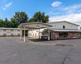 Motel 6 Gresham, Or - Portland - Грешам - Building