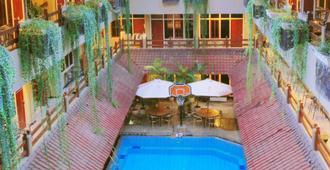 Hotel Karthi - Kuta - Pool