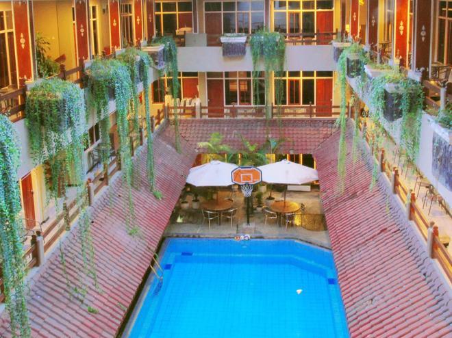 Hotel Karthi - Kuta - Piscina