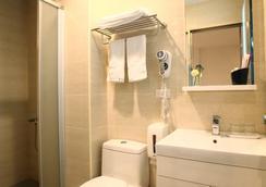 Xin Yi Hotel - Chiayi City - Bathroom