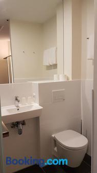 easyHotel Amsterdam Arena Boulevard - Amsterdam - Bathroom