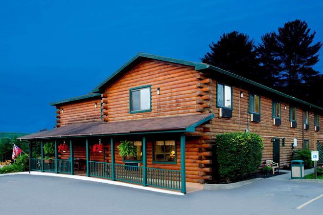 沃倫地區喬治河速 8 酒店 - 萊克喬治 - 喬治湖 - 建築