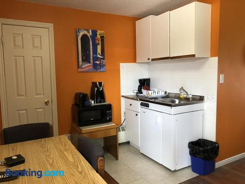 Wasaga Motel Inn - Wasaga Beach - Kitchen