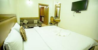 Hotel Deep Avadh - לאקנאו