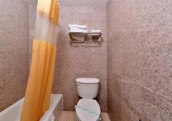Americas Best Value Inn Pasadena Arcadia - Pasadena - Bathroom