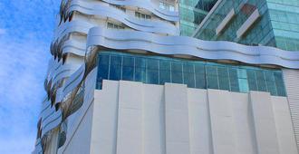 Harris Hotel Pontianak - Pontianak - Edificio