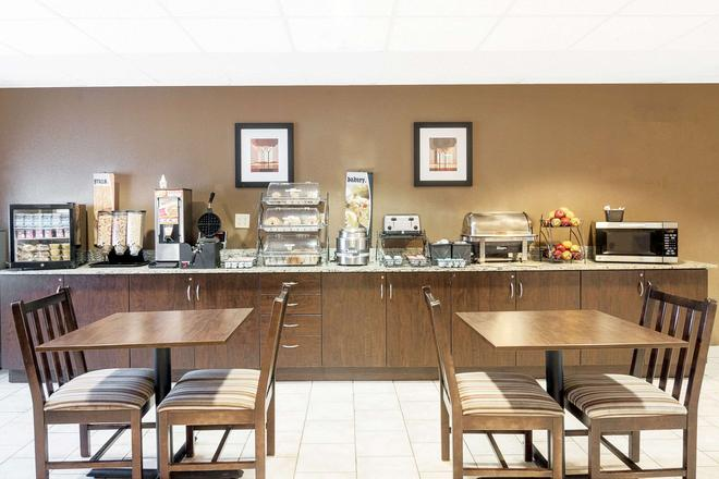Microtel Inn and Suites by Wyndham Austin Airport - Austin - Buffet