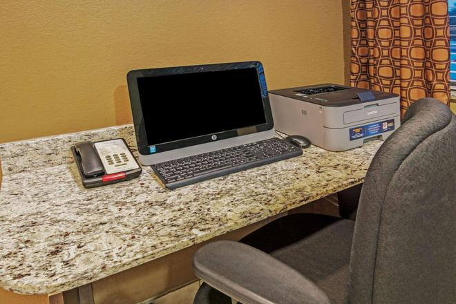 Microtel Inn and Suites by Wyndham Austin Airport - Austin - Centro de negocios