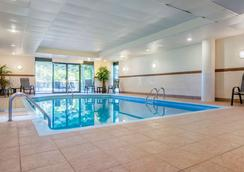 Quality Hotel Centre de Congres - Saint-Jean-sur-Richelieu - Pool