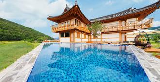 Moongori Hanok Guesthouse - Hostel - Gyeongju - Pool