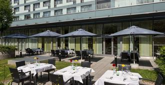 Park Inn by Radisson Linz - Linz - Building