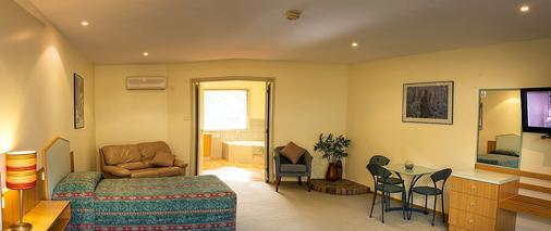 Pinnacle Holiday Lodge - Halls Gap - Living room