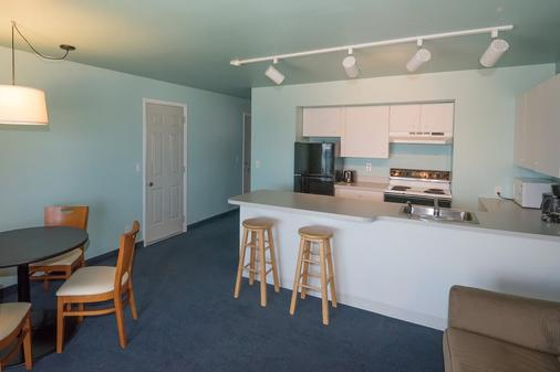 Clearwater Lakeshore Motel - Mackinaw City - Kitchen
