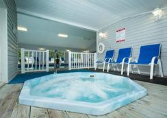 Clearwater Lakeshore Motel - Mackinaw City - Spa