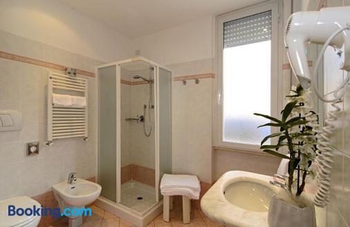 凱蒂酒店 - 維亞雷吉歐 - 維亞雷焦 - 浴室