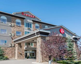 Ramada by Wyndham High River - High River - Building