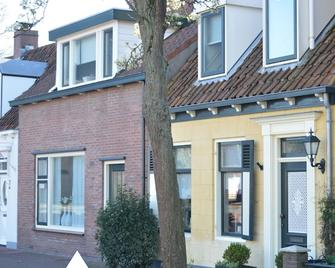 Holiday home with garden - in the center of the village - within walking distance of Veerse Meer - Kortgene