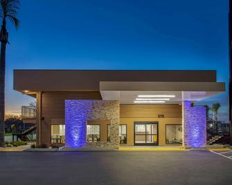 Days Inn by Wyndham Merced / Yosemite Area - Merced - Gebäude