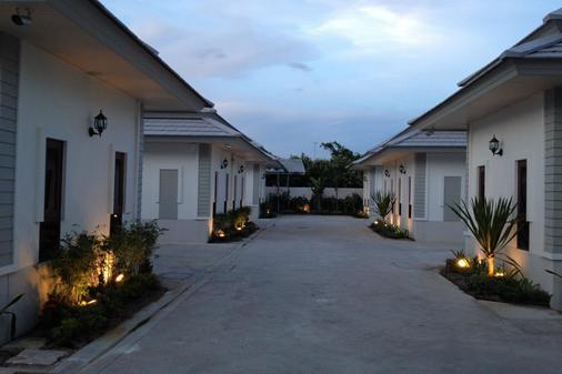 The Sixnature Resort Bangsaen - Chonburi - Näkymät ulkona