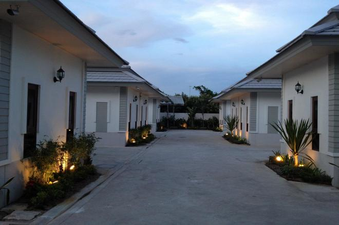 The Sixnature Resort Bangsaen - Chonburi - Pemandangan luar