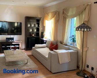 Bed & Pool - Wiener Neustadt - Living room