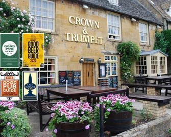 Crown and Trumpet Inn - Broadway - Gebouw