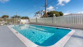 Quality Inn Monterey - Monterey - Pool