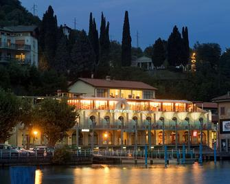 Hotel Lovere Resort & Spa - Lovere - Budova