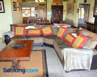 Mabalingwe Uzuri Lodge - Bela-Bela - Living room