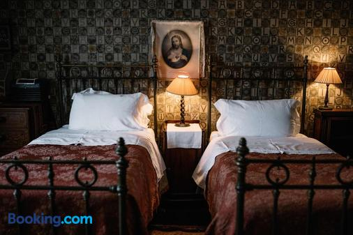 St Benedict B&B - Hastings - Bedroom