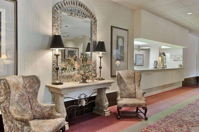 Ramada Hotel & Conf Center by Wyndham, Augusta Downtown - Augusta - Lobby
