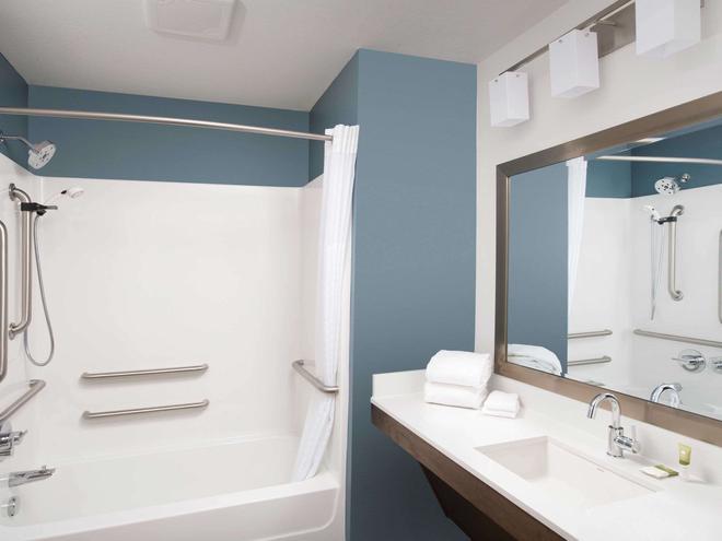 Woodspring Suites Phoenix Peoria - Peoria - Bathroom