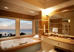 Hyatt Regency Saipan - Garapan - Bathroom