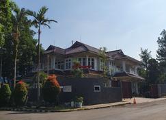 La Rengganis - Bogor - Building