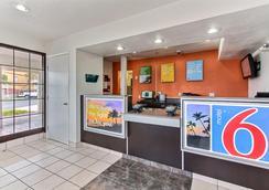 Motel 6 Salinas North Monterey Area - Salinas - Lobby