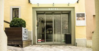Boutique Hotel Weisses Kreuz - Lucerne - Building