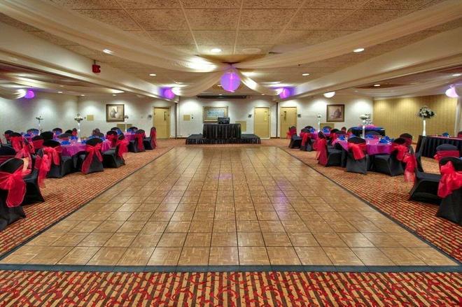 Ramada Plaza by Wyndham Albuquerque Midtown - Albuquerque - Banquet hall