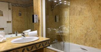 Hotel Kyriad Saumur - Saumur - Bathroom
