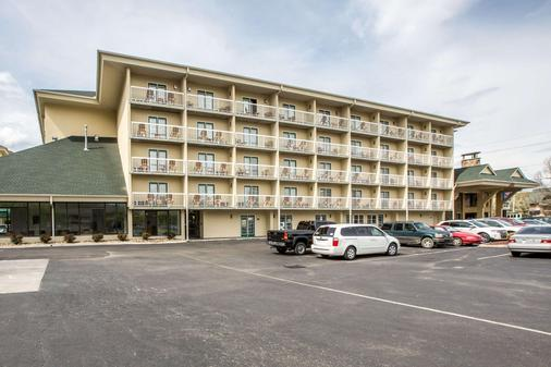 Comfort Inn & Suites at Dollywood Lane - Pigeon Forge - Building