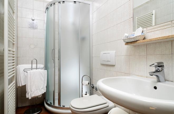 Hotel Praga 1 - Praha - Kylpyhuone