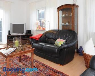 Jever-Ferienhaus Gartenblick - Jever - Living room