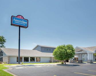 AmericInn by Wyndham Lincoln North - Lincoln - Building