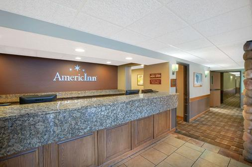 AmericInn by Wyndham Lincoln North - Lincoln - Front desk