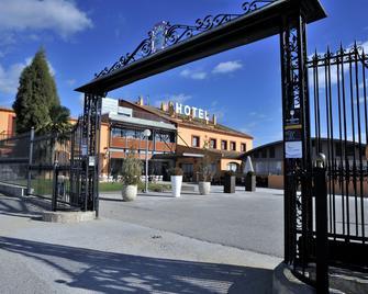 Hotel Restaurant Sol i Vi - Sant Sadurní d'Anoia - Building