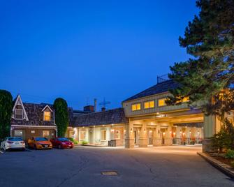 Best Western Parkway Inn & Conference Centre - Cornwall - Gebouw