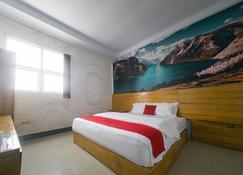 RedDoorz Plus Syariah @ Pentadio Gorontalo - Gorontalo - Schlafzimmer