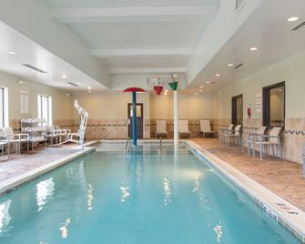 Holiday Inn Express Hotel & Suites New Philadelphia, An Ihg Hotel - New Philadelphia - Pool
