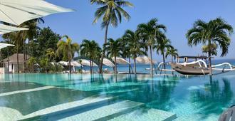 7 Secrets Resort & Wellness Retreat - Senggigi - Pool