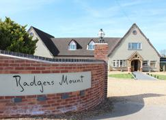 Badgers Mount Hotel - Leicester - Building