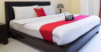 RedDoorz Plus @ Orchard Tower Manila - Manila - Bedroom